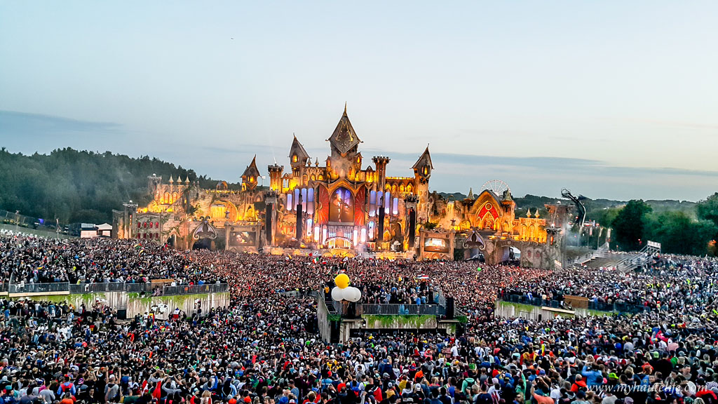 Satisfy The Needs For Your Music-Loving Soul And Dance Away At Tomorrowland!